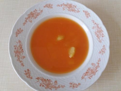 Mrkvoá polévka sbramborem