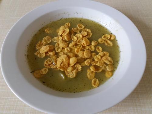 Polévka brokolicová skzukuřičnými lupínky